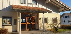 Raiffeisenbank Eschlkam-Lam-Lohberg-Neukirchen b. Hl. Blut eG , Raiffeisenbank Eschlkam-Lam-Lohberg-Neukirchen b. Hl. Blut eG - Geschäftsstelle Hohenwarth, Hauptstr. 31, 93480, Hohenwarth