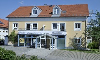 Raiffeisenbank Griesstätt-Halfing eG, Hauptgeschäftsstelle Halfing, Raiffeisenbank Griesstätt-Halfing eG Zweigstelle Schonstett, Hauptstr. 5, 83137, Schonstett
