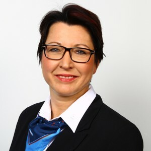Anja Hilbert, Serviceberaterin