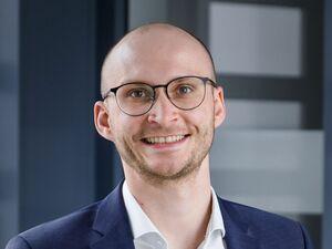 Simon Niedermeier, Versicherungsreferent