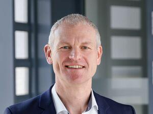 Robert Bauer (Bankstellenleiter), Vermögensberater