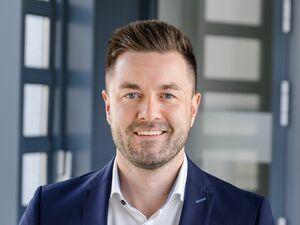 Stephan Schweiger (Bankstellenleiter), Anlageberater