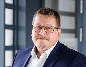 Manfred Obermaier (Bankstellenleiter), Vermögensberater