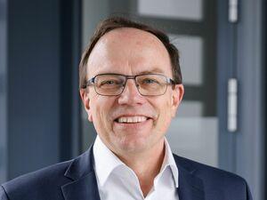 Georg Bauer, Firmenkundenberater