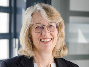 Mathilde Edhofer, Anlageberaterin