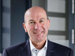 Josef Fenk (Leiter Privatkundenbank), Anlageberater